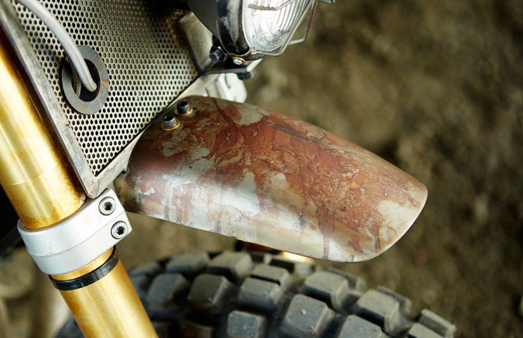 Honda-CB750-Nighthawk-Daryl-Dixon-The-Walking-Dead-CLASSIFIED-MOTO-caferaceros-11