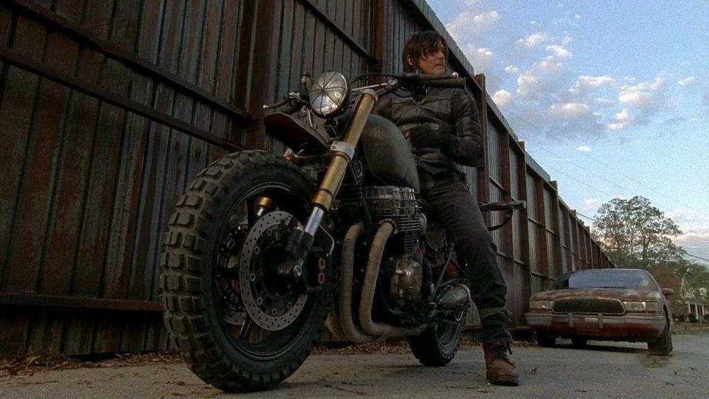 Honda-CB750-Nighthawk-Daryl-Dixon-The-Walking-Dead-CLASSIFIED-MOTO-caferaceros-16