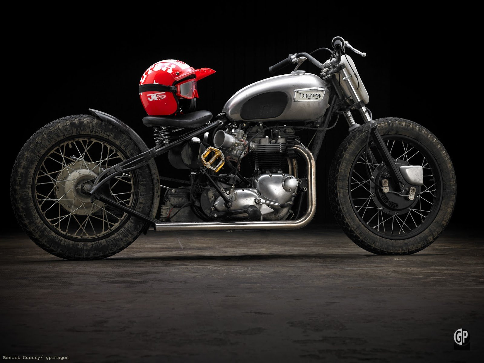 "Triumph T120 ""Eastside Bobber"" (Southsiders MC) 18"